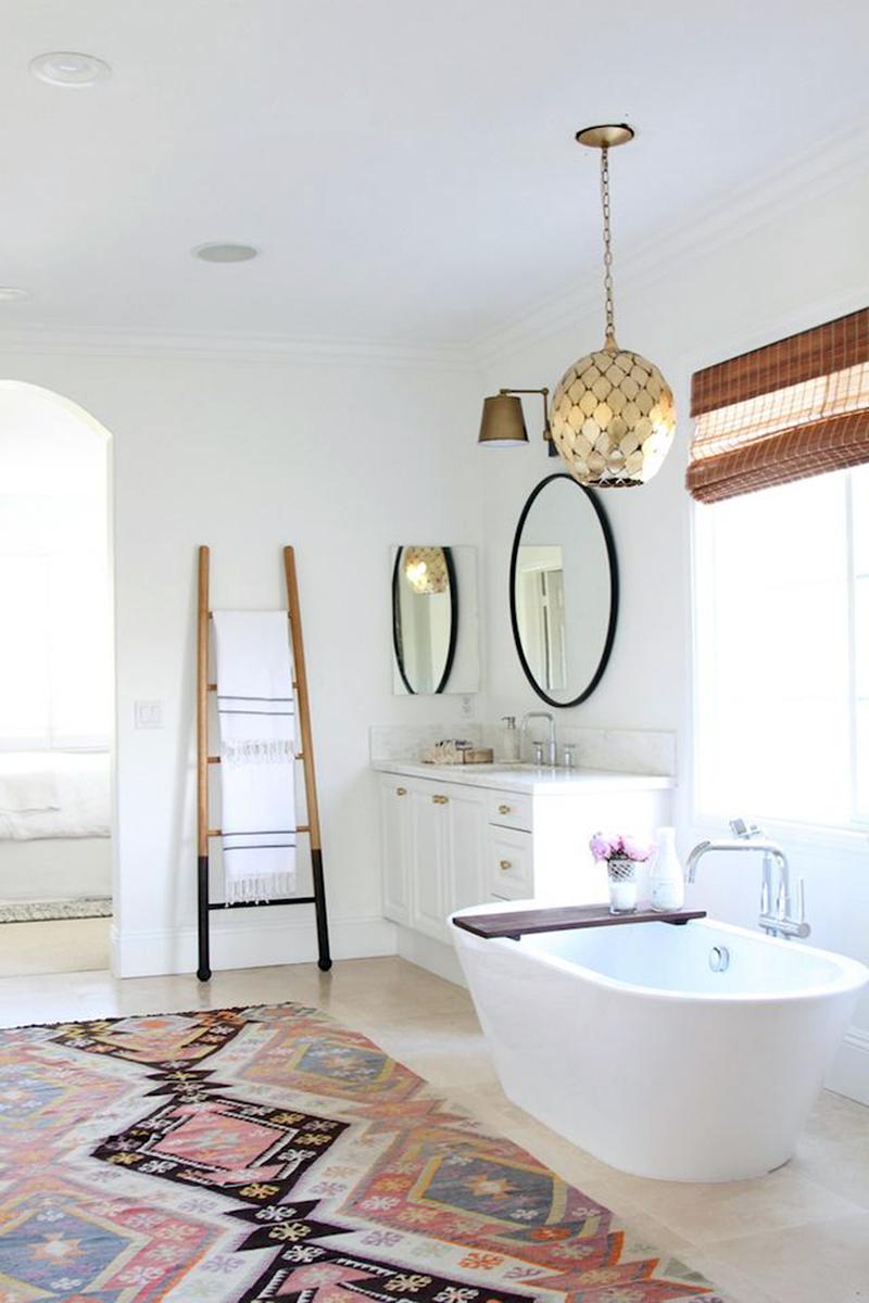 20 designs de salle de bains boh mes l gants et relaxants - Salle de bain maison de retraite ...