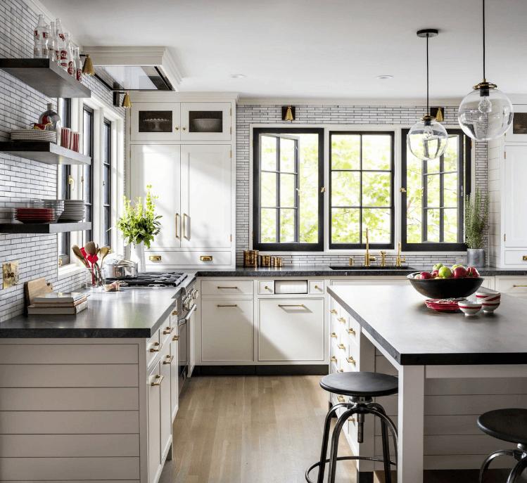 Une cuisine conçue par Madeleine Sloback. Photographie d'Amanda Oster.