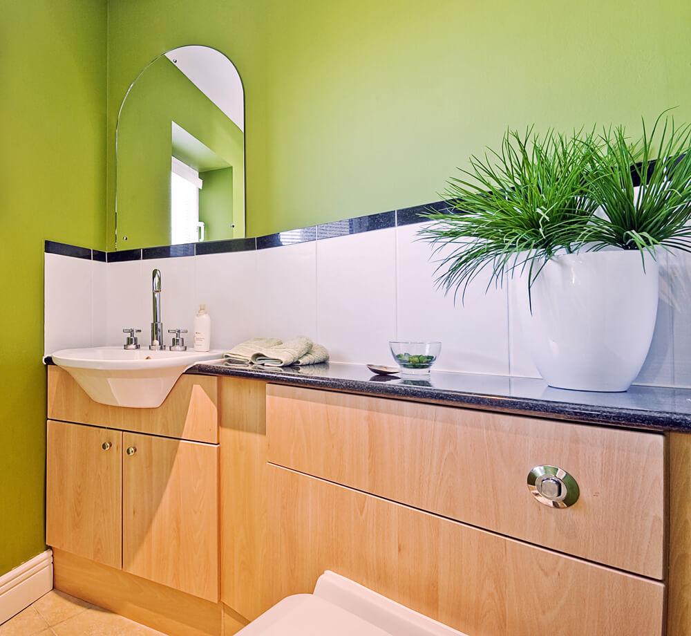 Salle de bain colorée zen verte