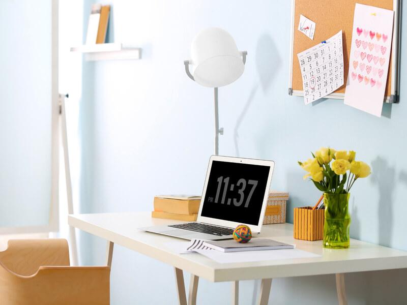 Bureau à domicile décoré avec du liège