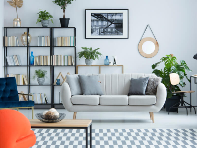 Salon moderne avec étagères