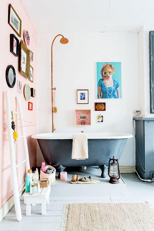 Objets d'art dans la salle de bain