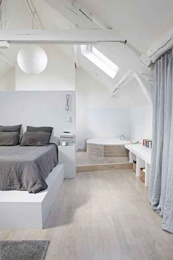 Décorez les chambres doubles avec des plafonds en pente