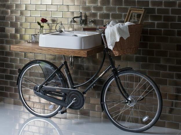 Un vélo dans la salle de bain