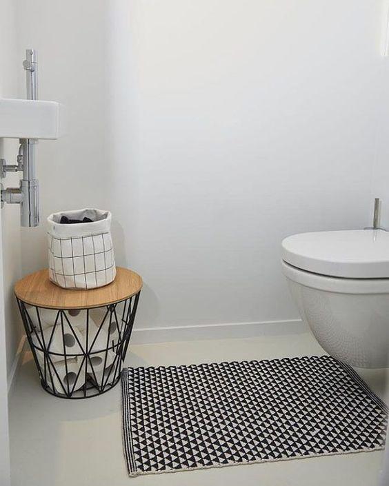 conservez le papier toilette dans la salle de bain