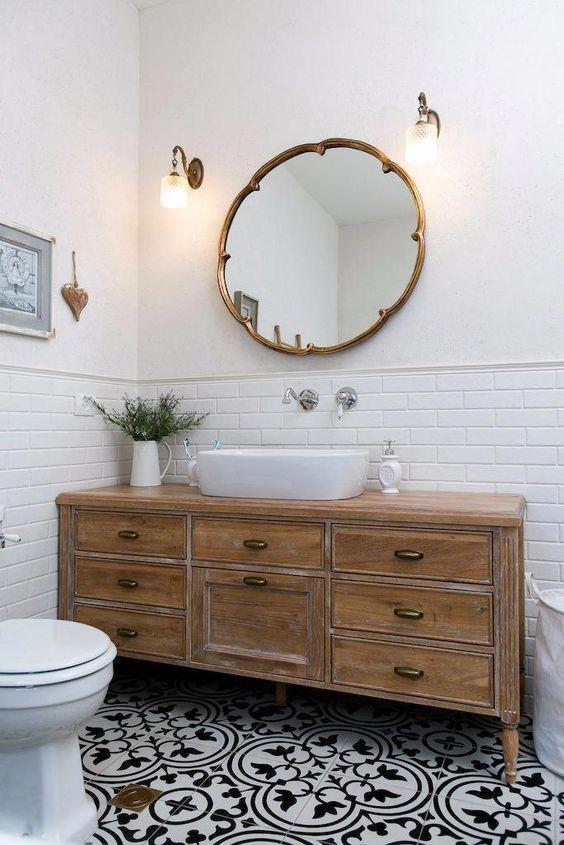 Comment transformer une commode en armoire de toilette
