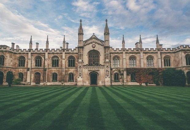 Top 5 des universités historiques au Royaume-Uni avec une belle architecture