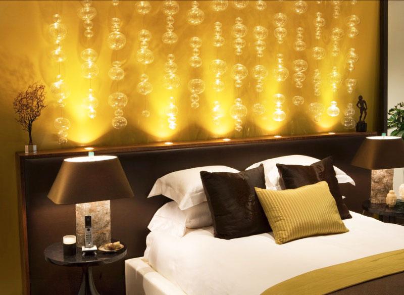 """yellow-bedroom """"width ="""" 800 """"height ="""" 584 """"srcset ="""" https://decoralert.com/wp-content/uploads/2019/10/1572298260_44_Deco-12-meilleures-idees-de-peinture-de-chambre-a.jpg 800w, https://freshome.com/ wp-content / uploads / 2015/06 / yellow-bedroom-300x219.jpg 300w, https://freshome.com/wp-content/uploads/2015/06/yellow-bedroom-541x395.jpg 541w """"tailles ="""" ( largeur max: 800px) 100vw, 800px """"/> </div> </div>  <h2><b>Orange</b></h2> <p>Les amoureux d'Orange sont très sociaux et sans peur. Vous aimez l'aventure, les voyages et les rencontres. Les murs de la chambre à coucher orange sont chaleureux et invitent à l'enthousiasme. C'est l'une des couleurs de choix du design contemporain. Si vous êtes attiré par l'orange, il est temps d'ajouter du plaisir à votre vie (et aux murs de votre chambre à coucher).</p> <div class="""