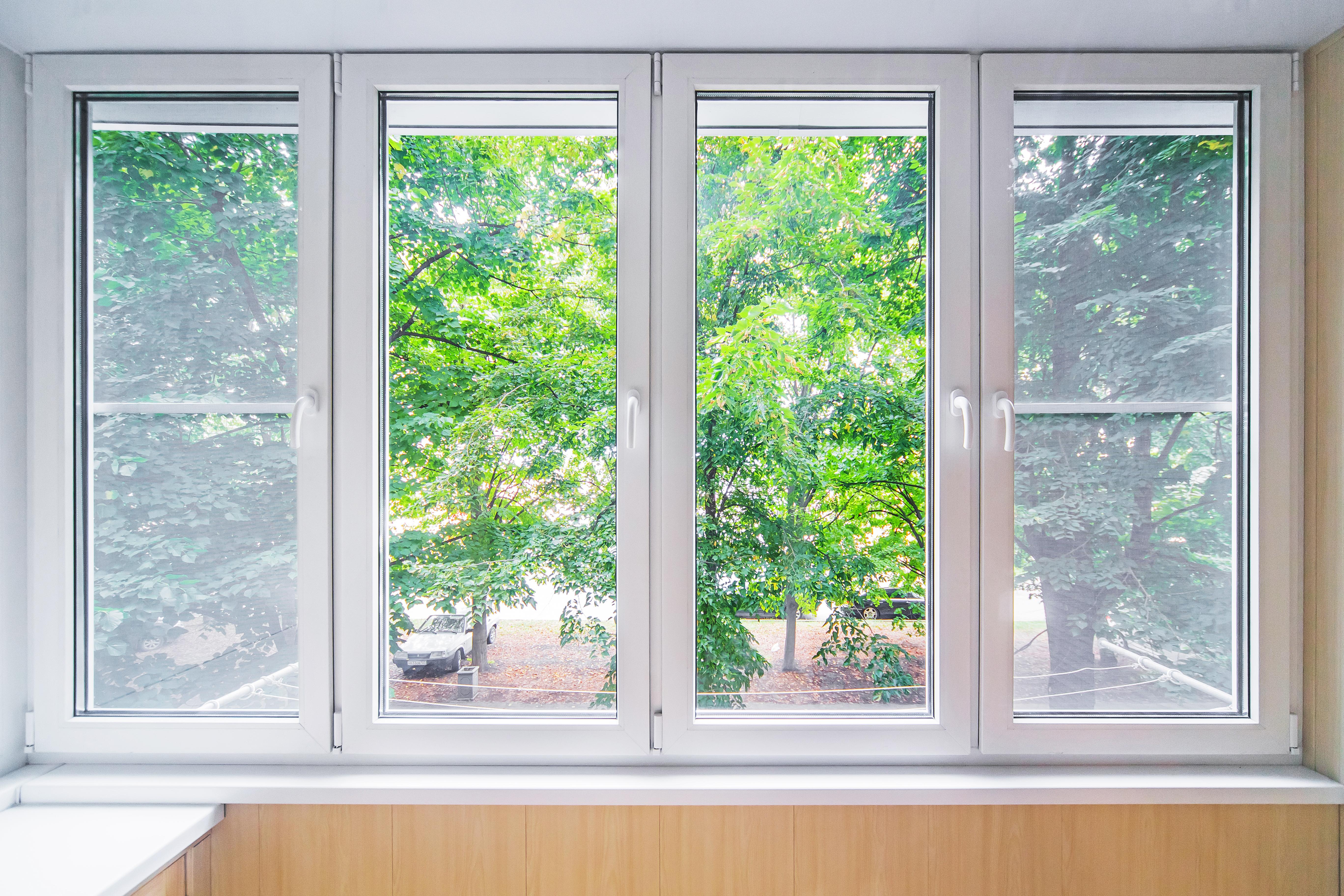 Plan de travail avec fenêtres pour pella page
