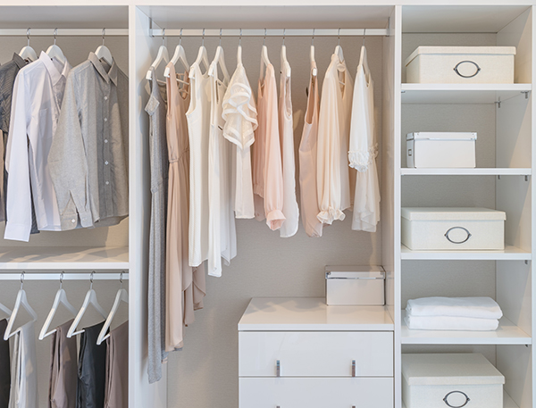 5 principes de la garde-robe minimaliste - et pourquoi cela fonctionne