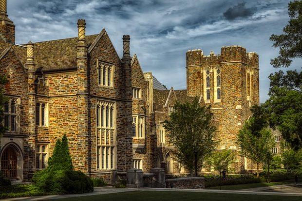 Top 5 des universités historiques du Royaume-Uni avec une belle architecture