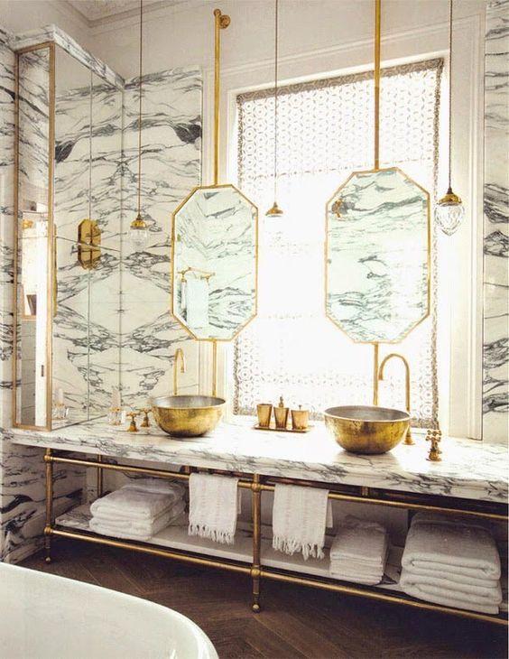 Salles de bains décorées d'or