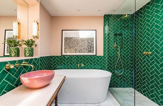 Salles de bains carrelées mi-hauteur