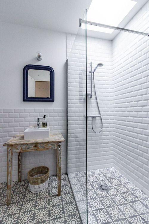 Salle de bain mi-carrelage mi-peint