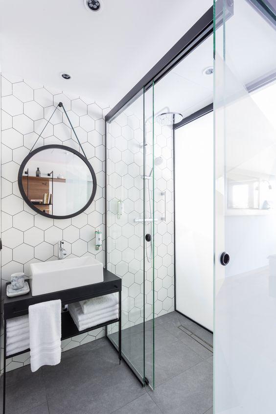 Salles de bains de style moderne en noir et blanc