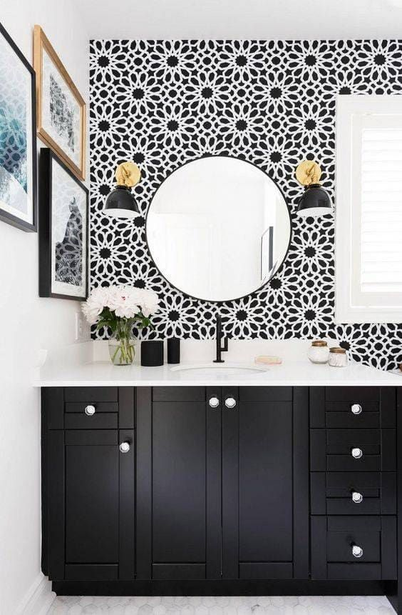 Salles de bains contemporaines en noir et blanc