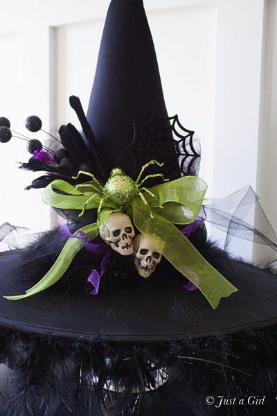 Chapeau de sorcières bricolage - Décor d'Halloween de Just a Girl.  Tutoriel sur TidyMom.net