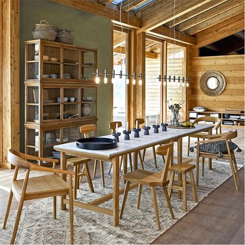 vitrines en bois pour décorer la salle à manger