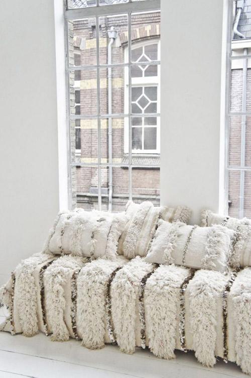 couvertures et coussins handira en décoration nordique