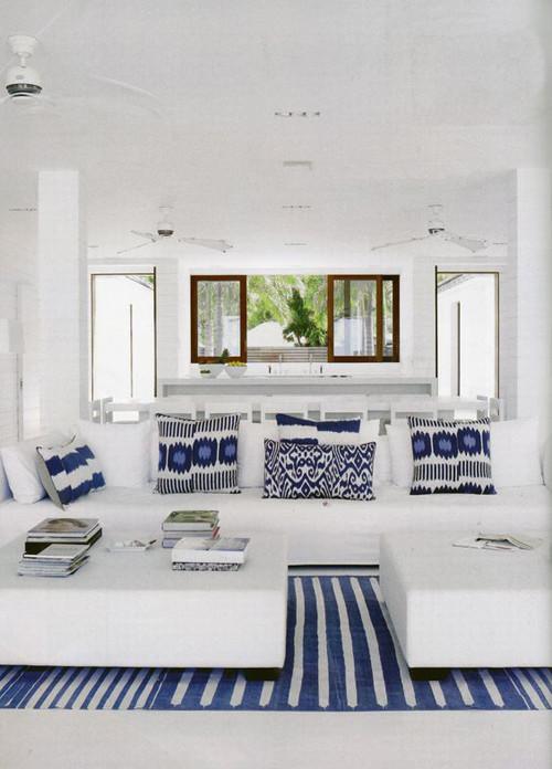 décor à la maison avec des coussins ikat