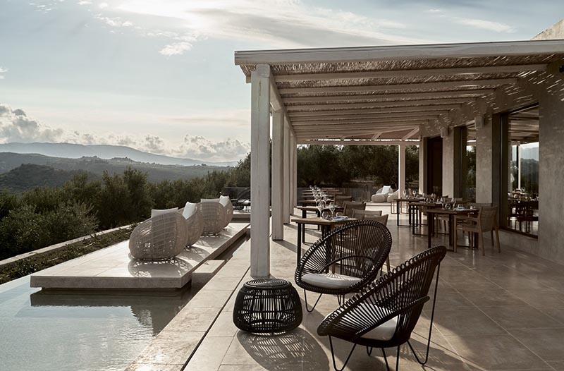 décoration de terrasse avec meubles en osier et rotin