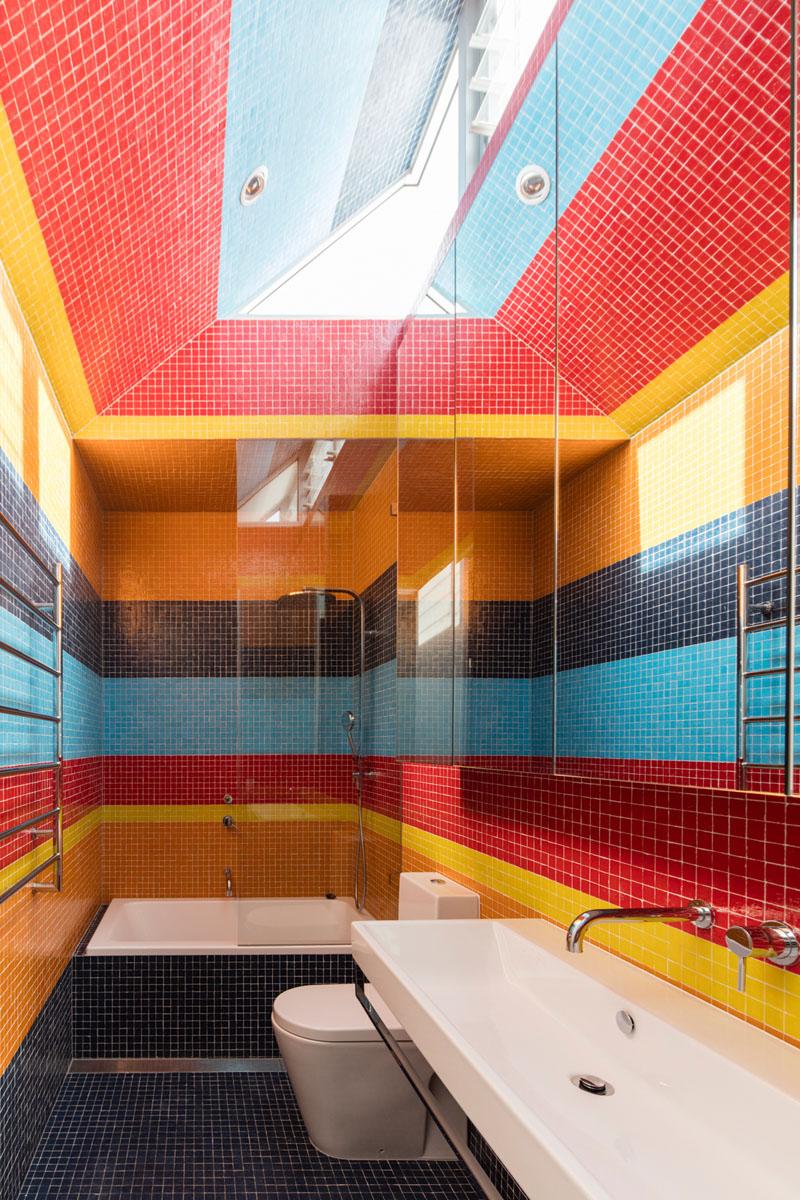 Salle de bain colorée Screen House