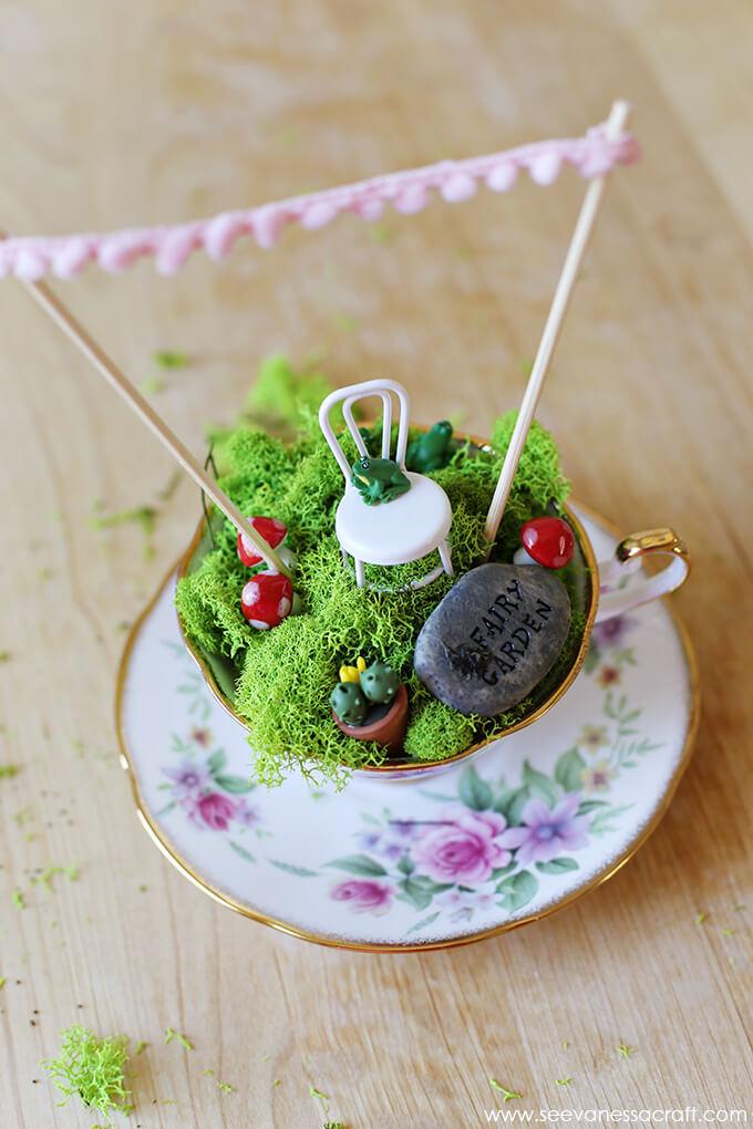 Tasse à thé victorienne et dorée Mini Garden
