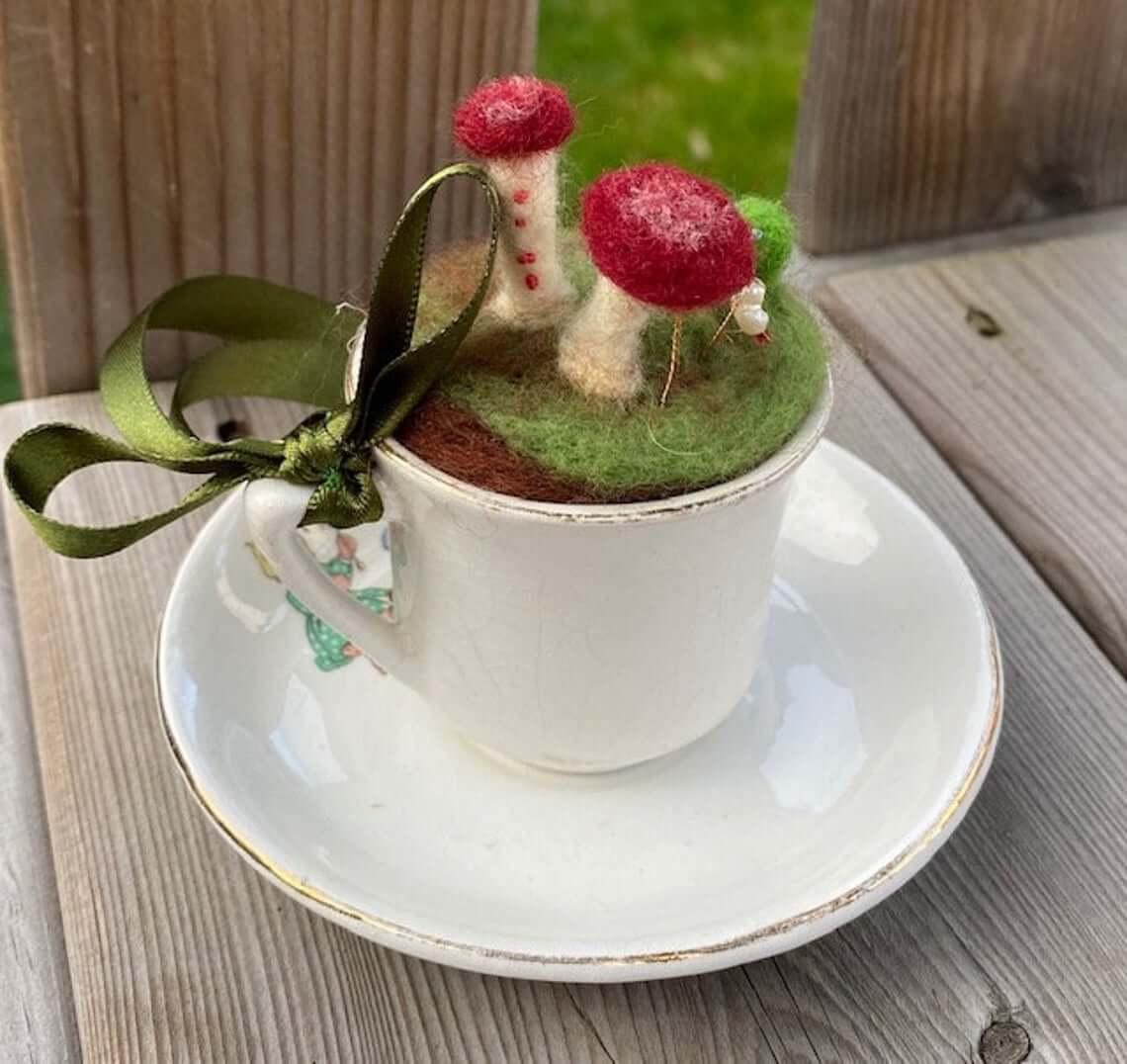 Tasse à thé et soucoupe décorative champignon flou