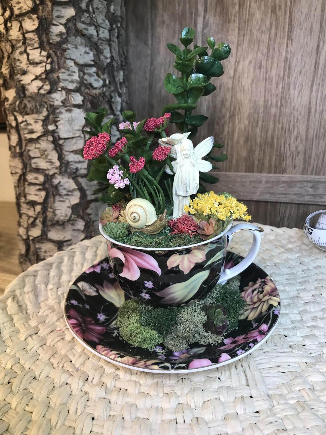 Jardin de tasse de thé miniature de statue de fée et d'escargot