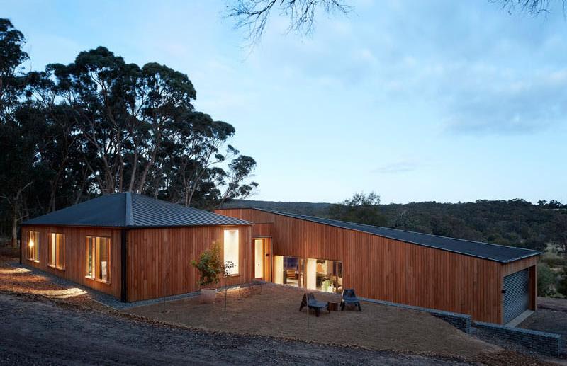 Deux moitiés de maison en plein air