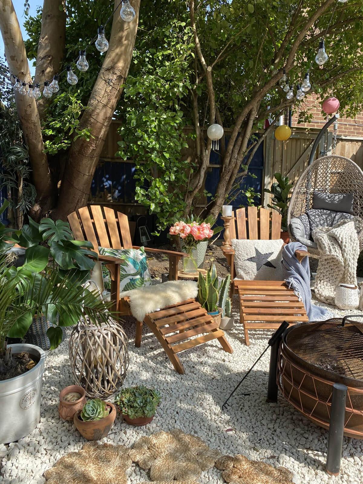 Jardin zen confortable avec ombrage naturel