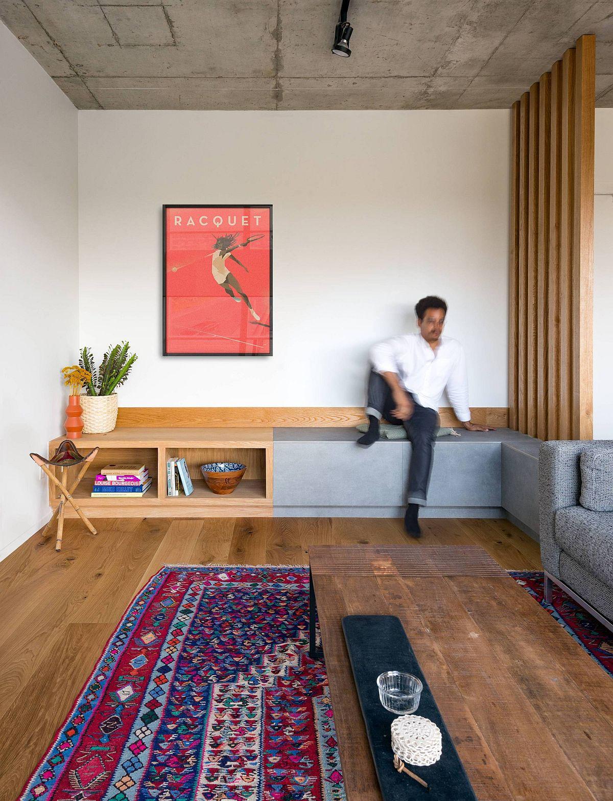 Espace de vie repensé du King West Loft avec des sièges intelligents