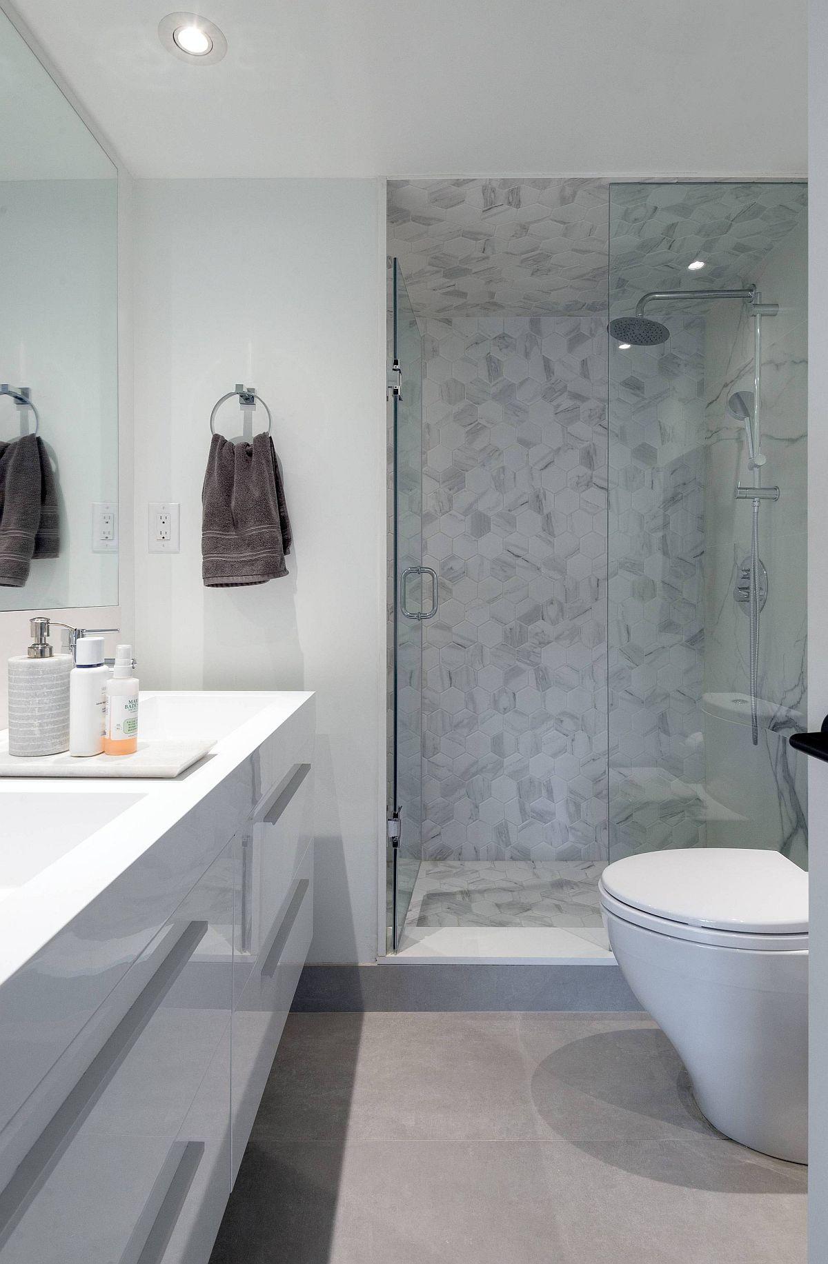 Salle de bain contemporaine polie de Toronto Home en blanc et gris