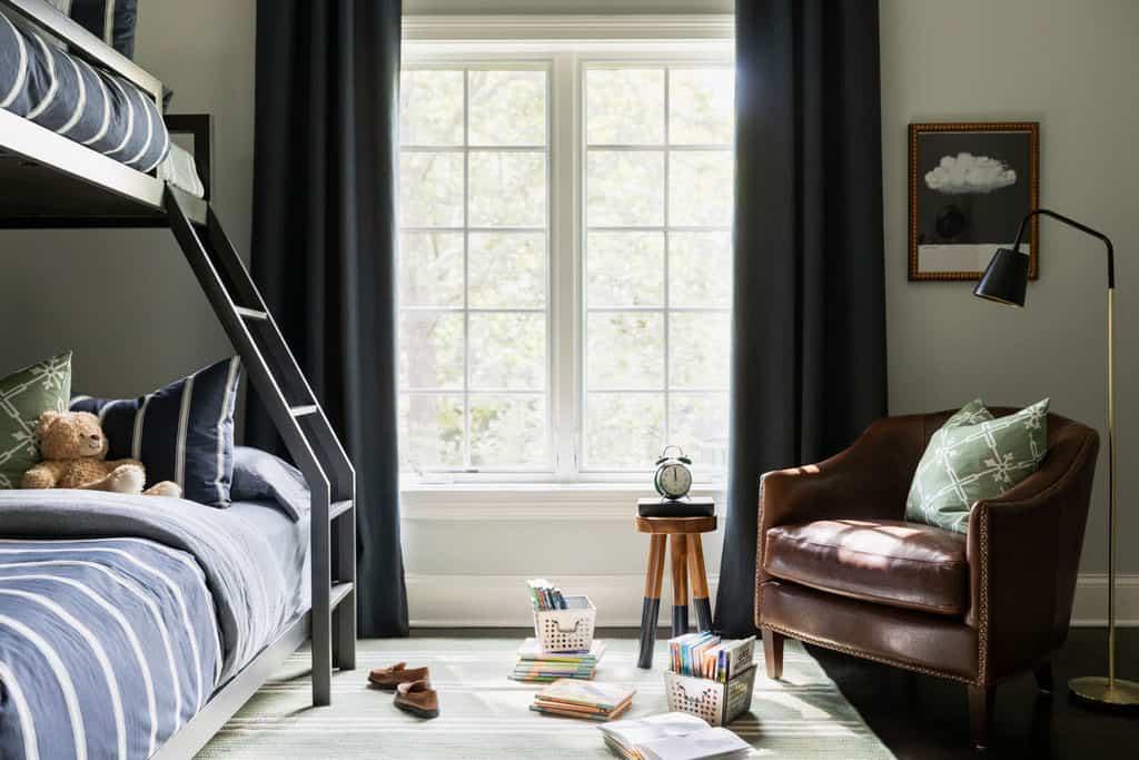 chambre à coucher avec lits superposés pour enfants de style traditionnel