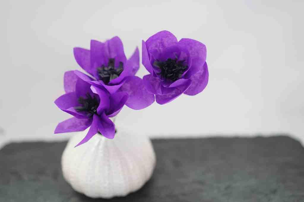 Fleur d'anémone en papier de soie