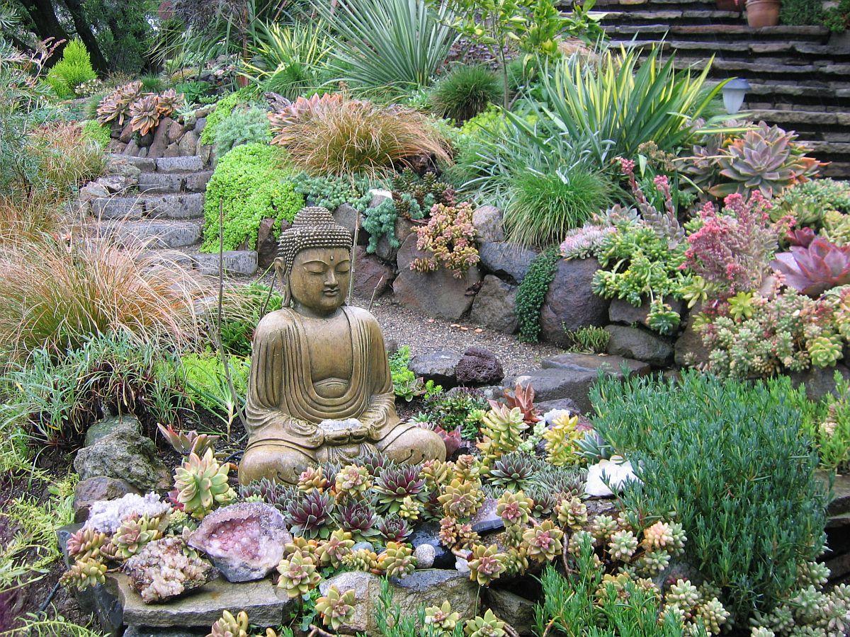 Le jardin zen avec un petit coin relaxant est parfait pour le petit jardin moderne