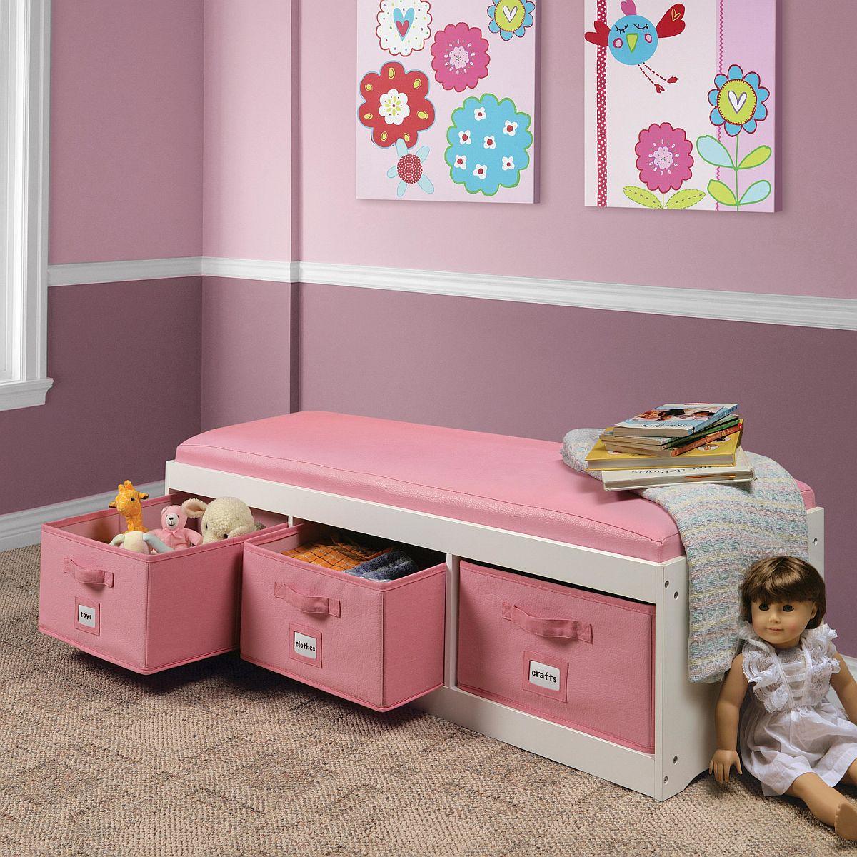 Un beau mélange de rangement avec des options de sièges dans les enfants modernes & # 039;  salle