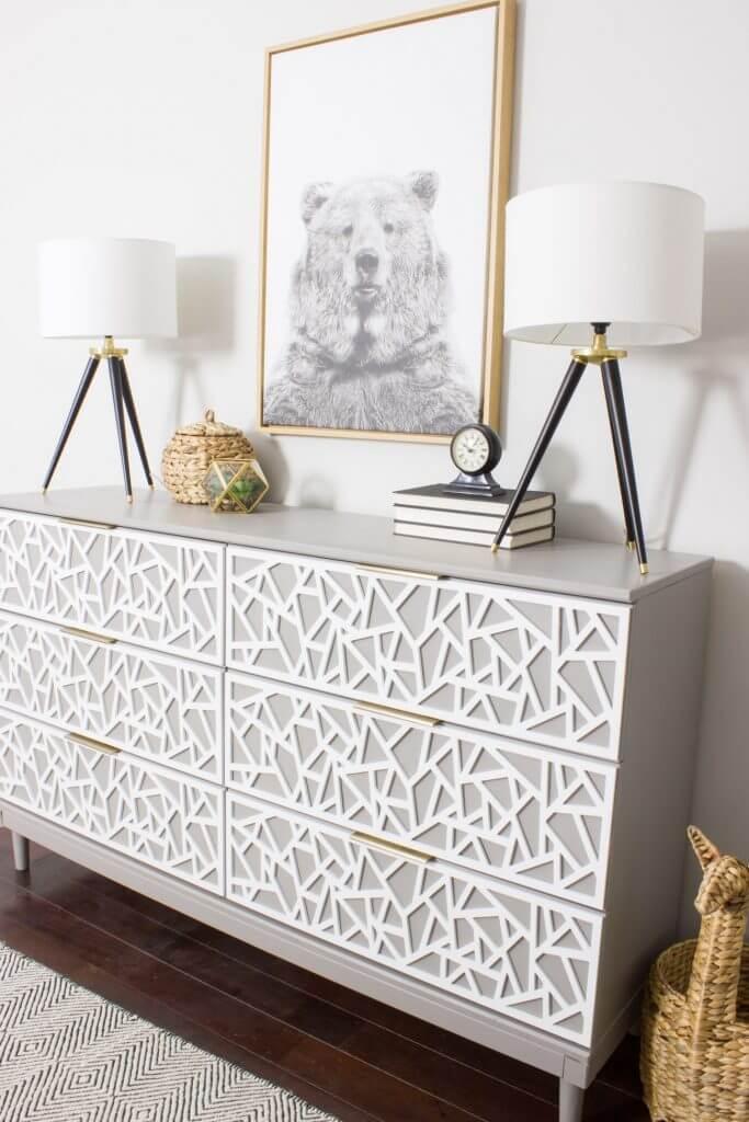 Transformation de commode IKEA géométrique à motifs