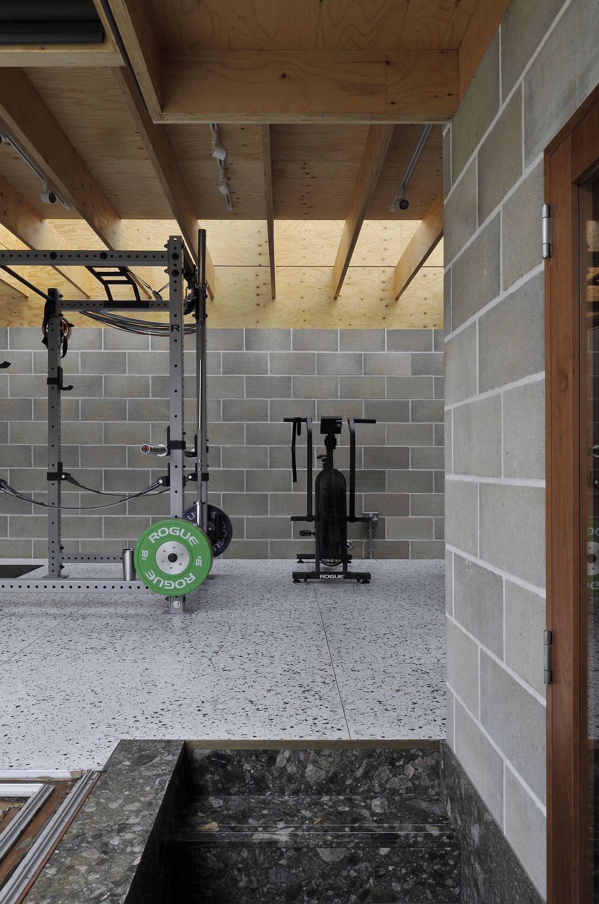 Salle de sport et espace détente à l'intérieur de la nouvelle salle de jardin