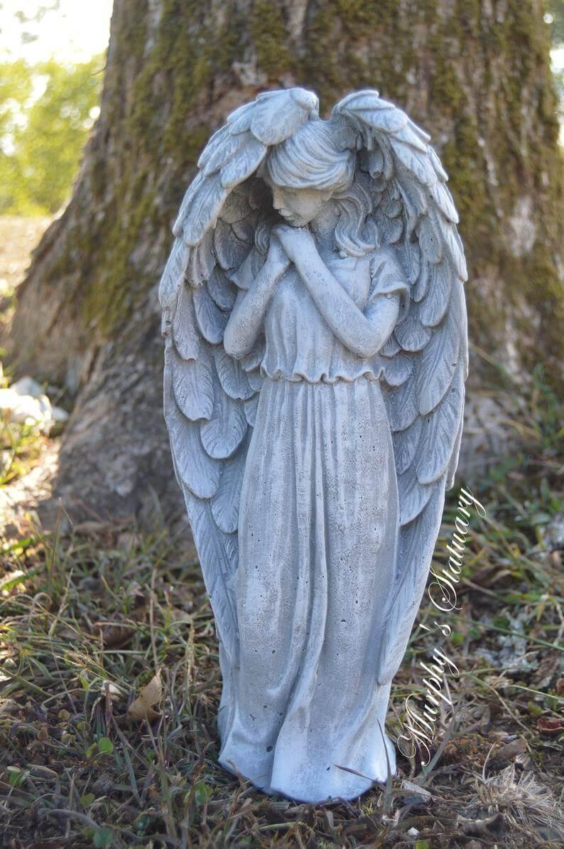 Ange gardien de jardin délicat et délicat