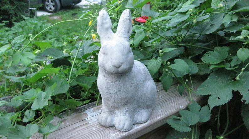 Statue de lapin en béton doux et doux