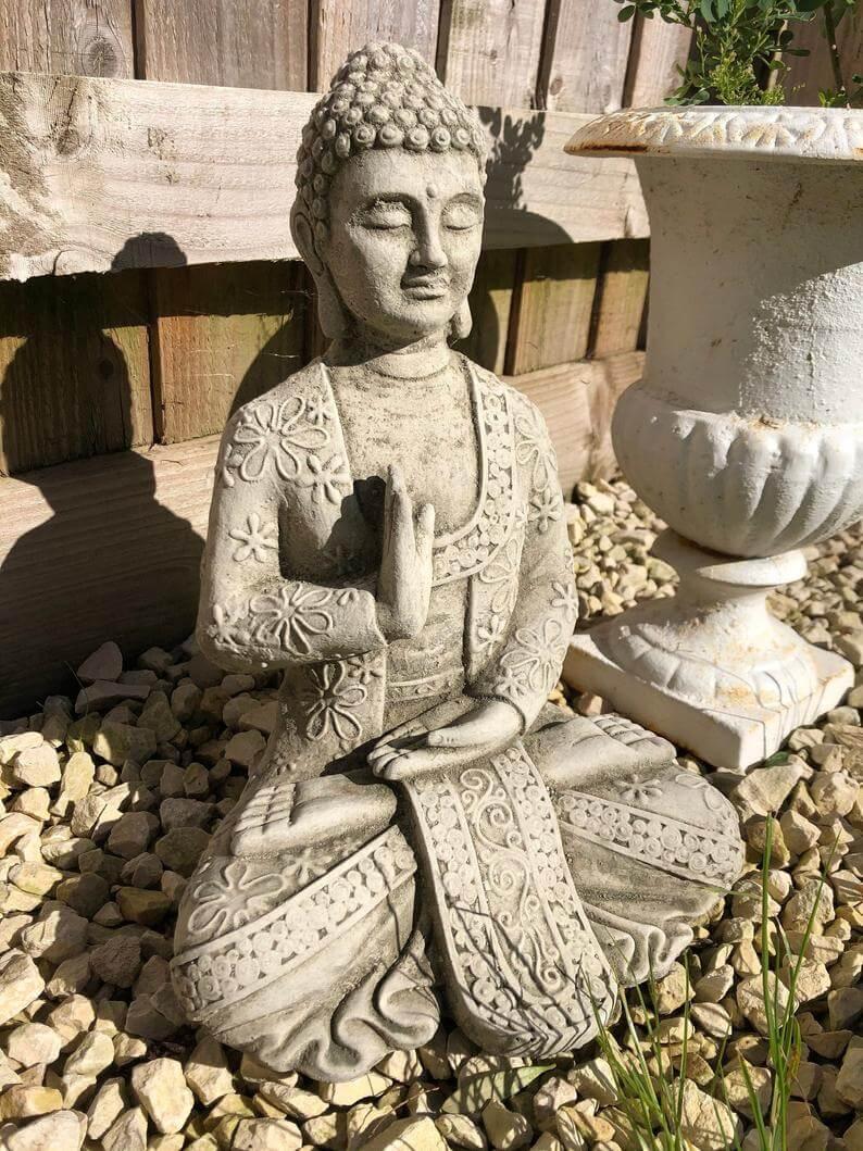 Sculpture de jardin de méditation zen décorative et embellie