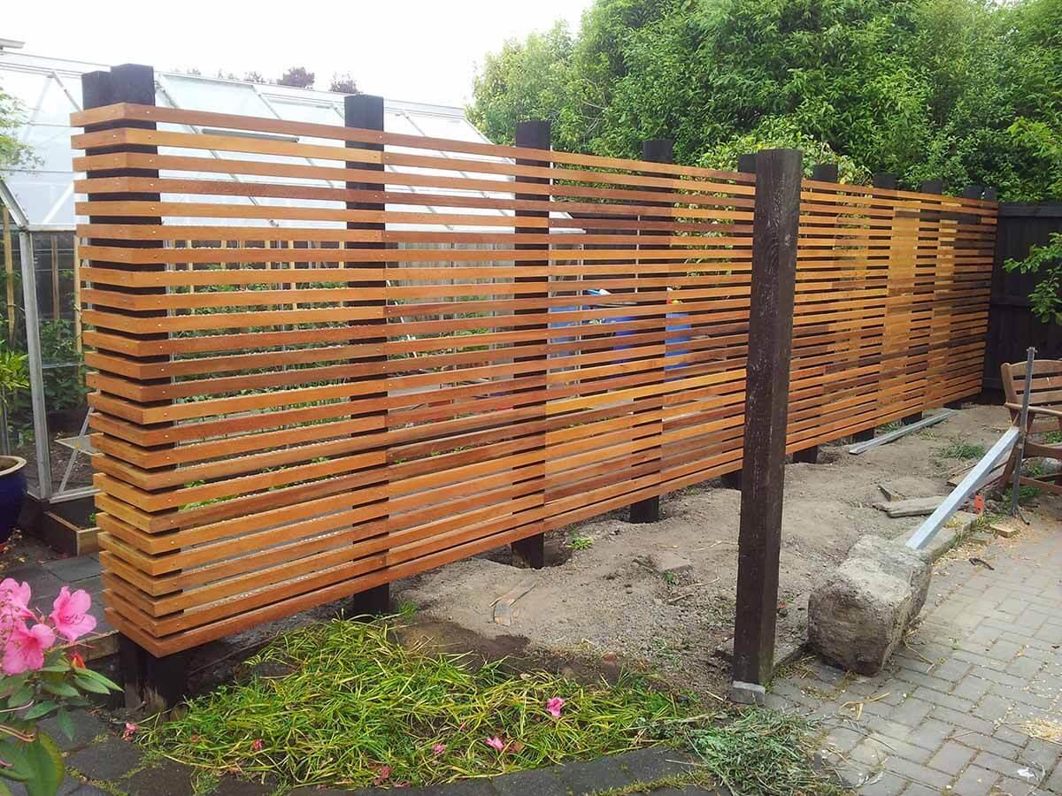 Clôture de jardin en bois moderniste