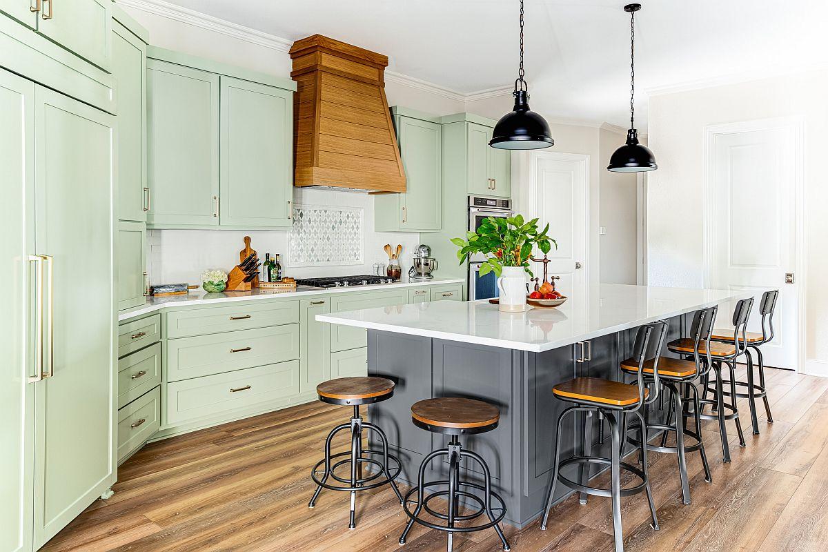 Les armoires vert menthe clair vous permettent de basculer facilement entre les styles de la cuisine