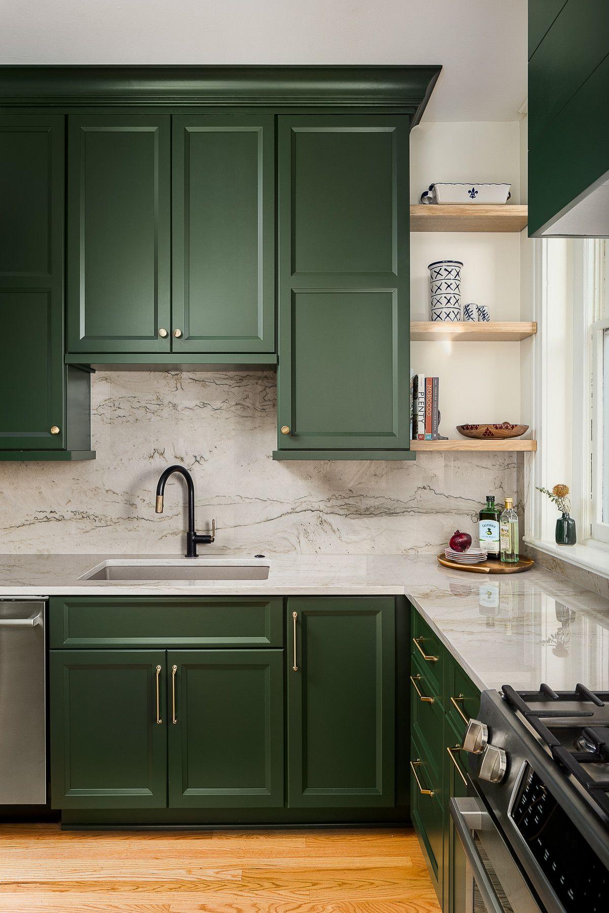 Le blanc et le vert devraient être une palette de couleurs de cuisine à la mode en 2021