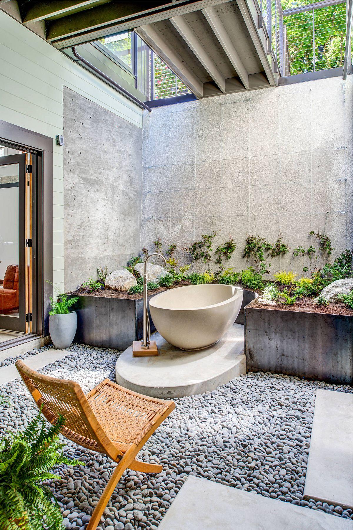 Salle de bain tropicale ouverte et élégante à San Francisco La maison est un monde en soi