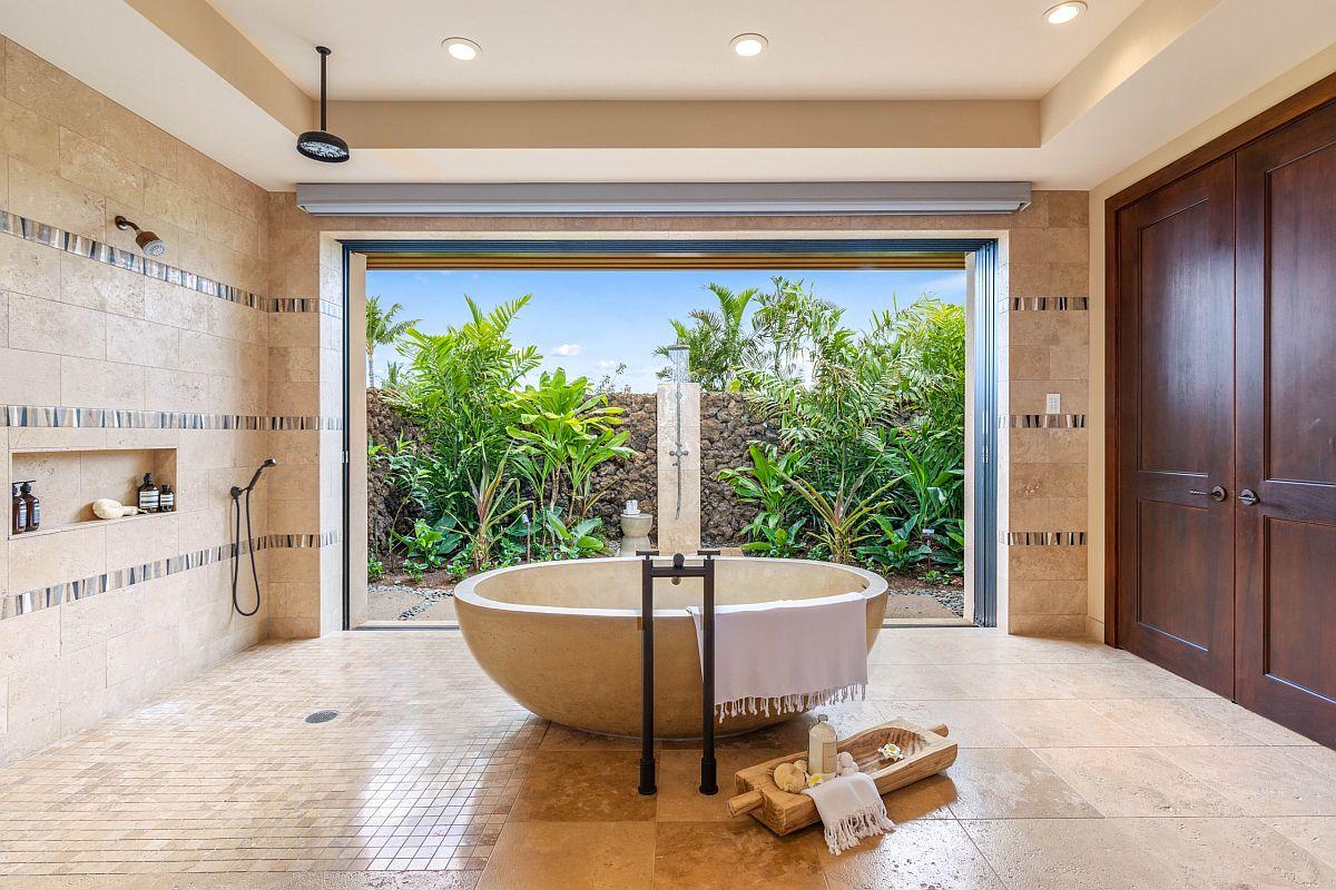Apportez le rajeunissement serein d'une escapade tropicale à la maison avec une salle de bain qui embrasse le style