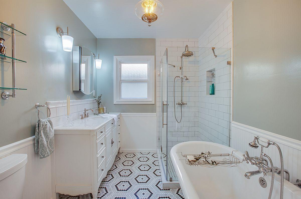 Les carreaux de sol hexagonaux apportent un motif à cette salle de bain moderne en blanc et gris