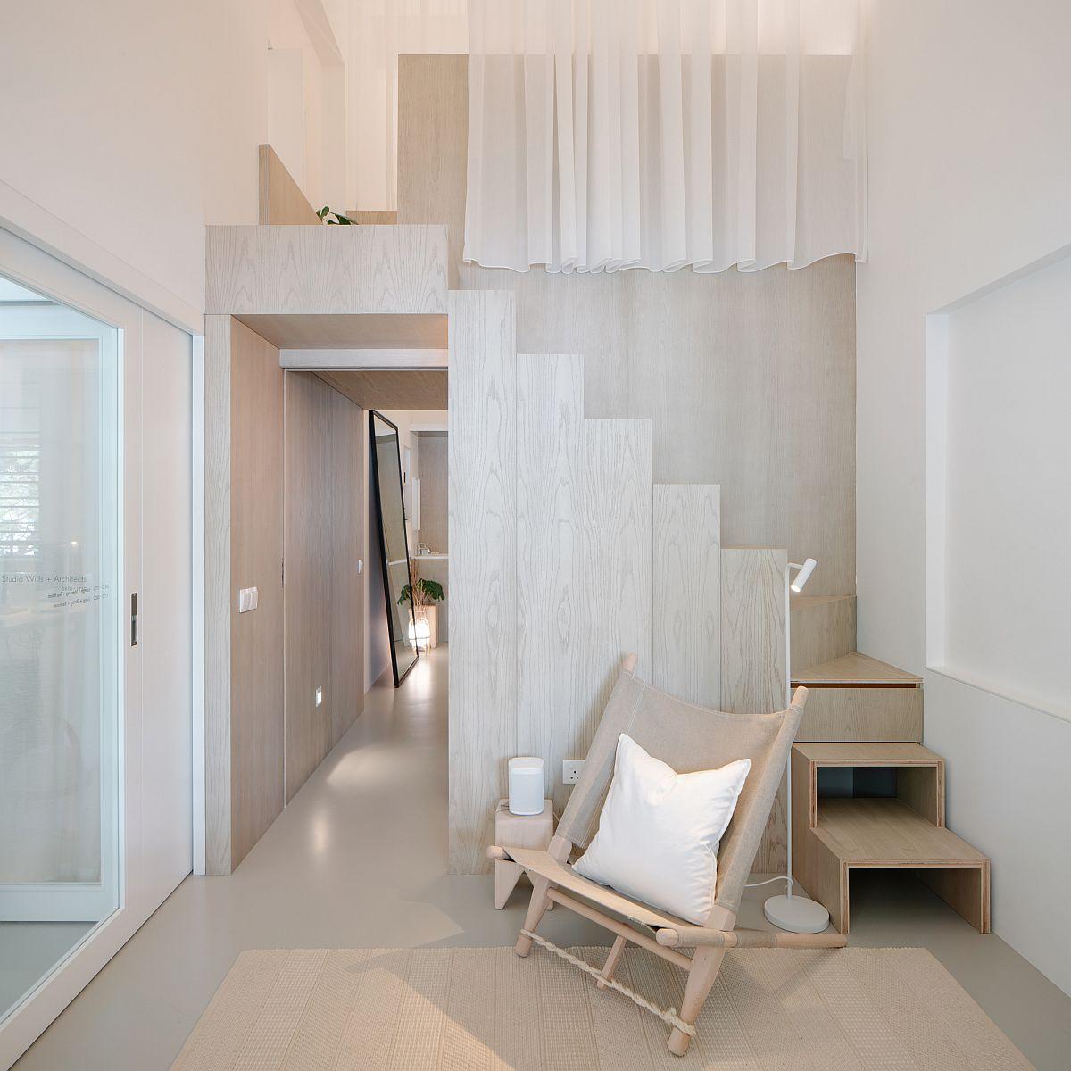 La conception de lit mezzanine savoureuse et élégante de l'appartement est un simple showstopper