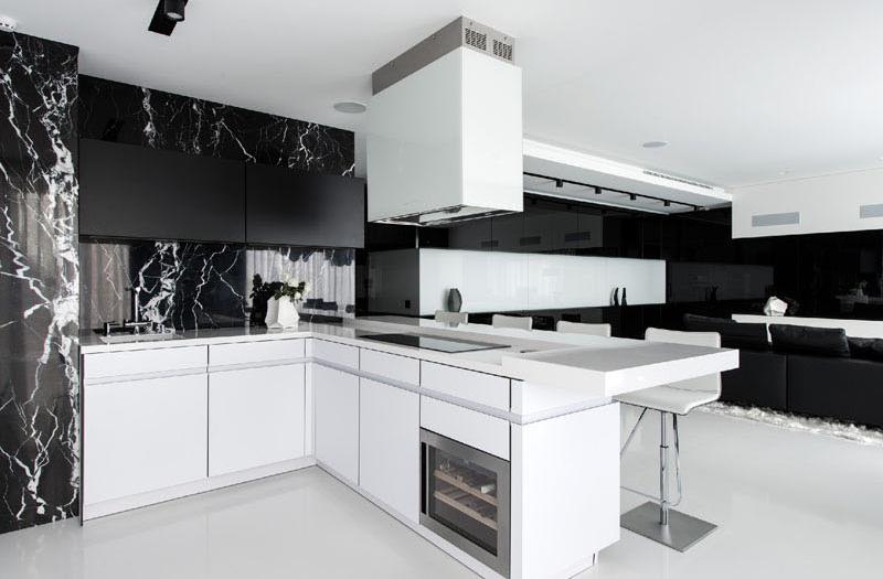 Armoires de cuisine d'appartement noir et blanc